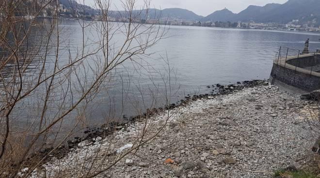 livello del lago di como mai cos'ì basso, sponde del lago passeggiata di villa olmo