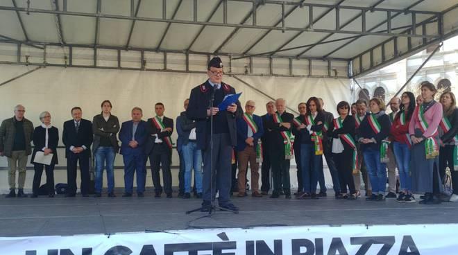manifestazione contro le mafie a cantù in piazza garibaldi