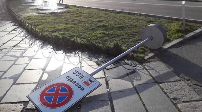 raffiche di vento forte oggi a como, danni e disagi