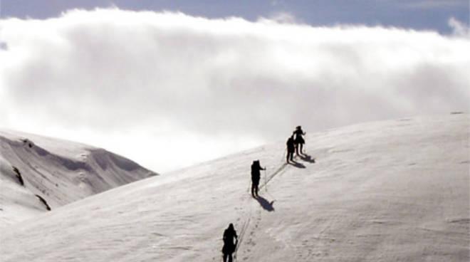sci-alpinisti escursione sulla neve a madesimo dispersi