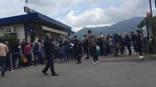 25 aprile a como, altro assalto dei turisti sul lago