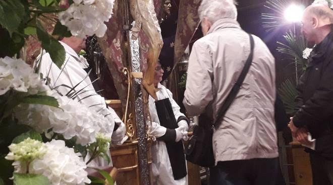 basilica del crocifisso di como, bacio dei fedeli settimana santa