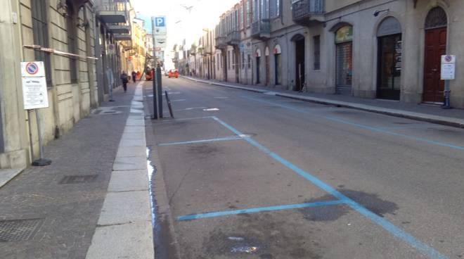 como via cadorna tolti parcheggi per lavori sistemazione della strada
