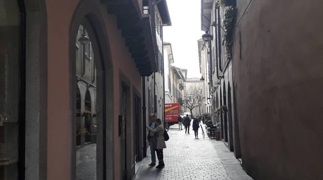 furto negozio centro como via odescalchi, immagini via odescalchi generica como via odescalchi