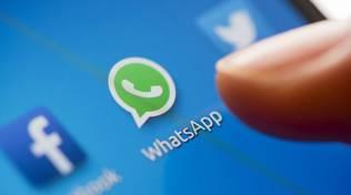 generica di whatsapp sul telefono, crash mondiale social