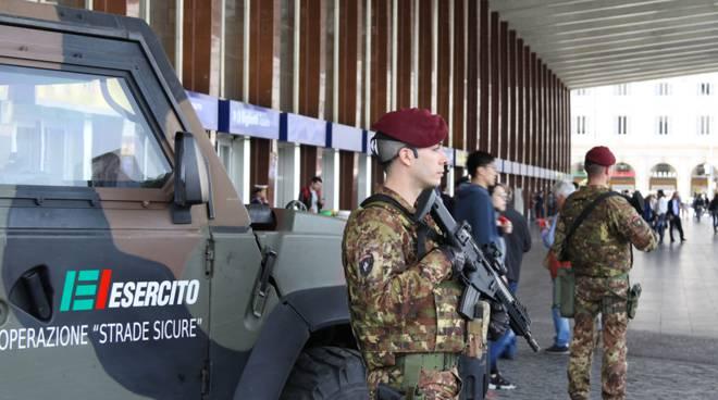 i militari arrivano a como per controllare territorio - strade sicure