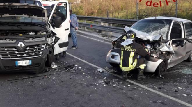 incidente cantù asnago via mameli intervento dei pompieri