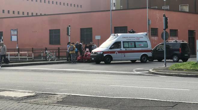 incidente como via castelnuovo caduta da bici soccorso 118 e polizia locale