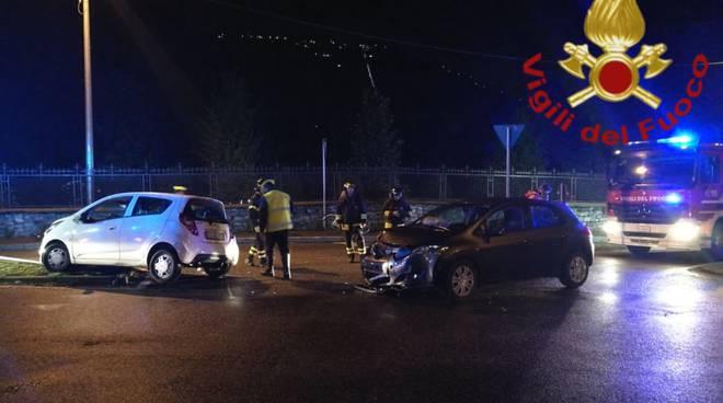 incidente incrocio villa olmo auto coinvolte pompieri soccorsi