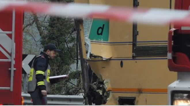 incidente mortale valmadrera sulla lariana, furgone contro camion ambulante