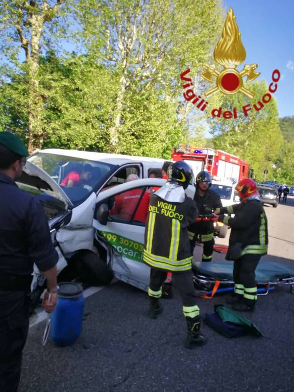 incidente napoleona, scontro auto furgone