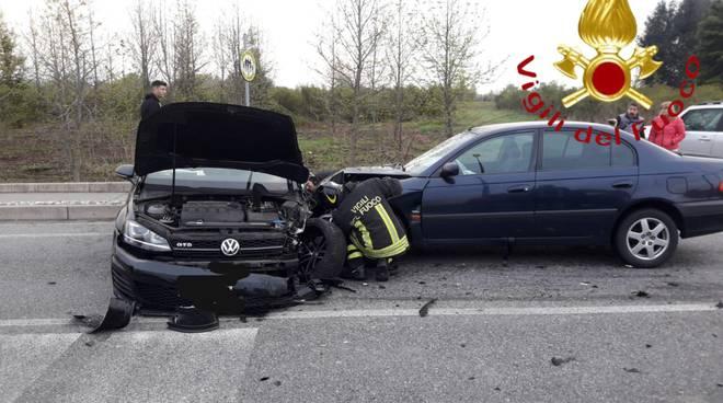 incidente statale dei giovi scontro tra auto feriti e disagi