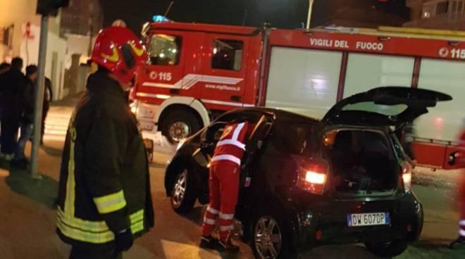incidente viale borsieri como auto colpita al semaforo donna ferita