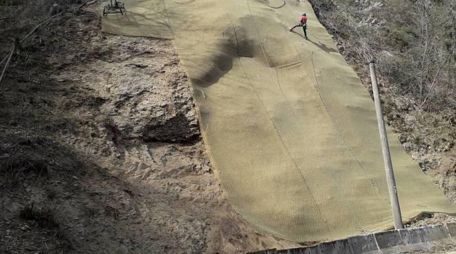 lavori operai in valfresca parate rocciosa da mettere in sicurezza