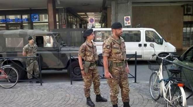 militari in arrivo per controllo strade e territorio como