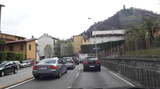 piazza san rocco e via grandi a como, presto rotatoria per traffico