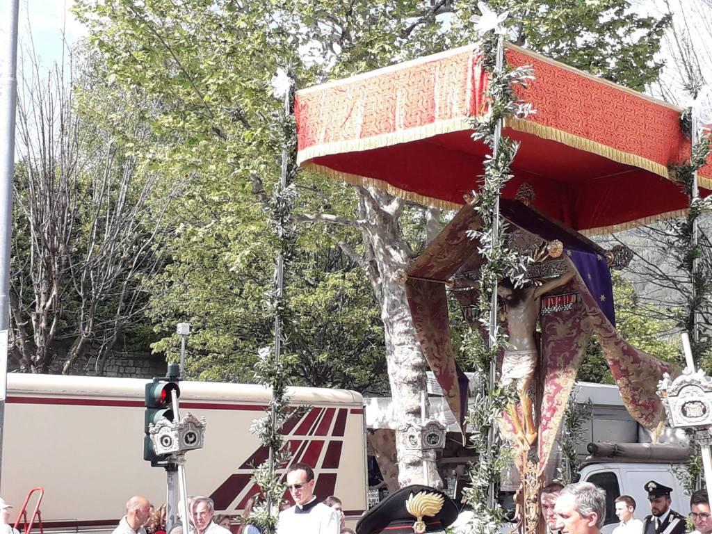 Processione Santo Crocifisso sulle strade di Como oggi