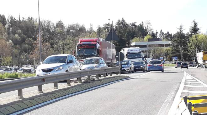traffico tir lazzasgo dopo chiusura dogana in svizzera