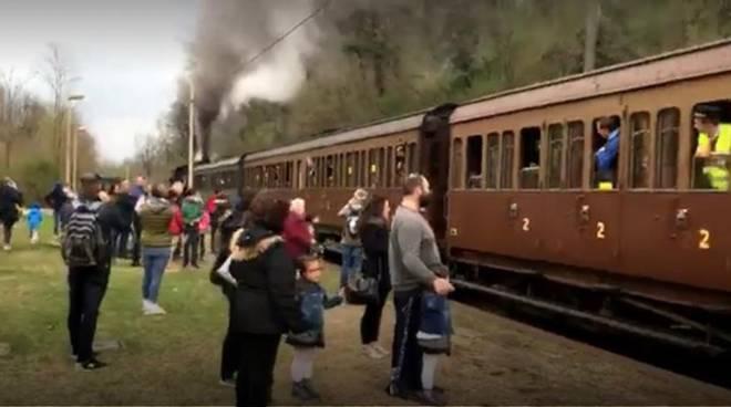 treno storico anni 30 oggi stazione di brenna partenza primo viaggio
