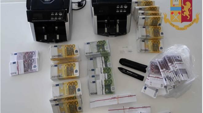 truffatori fermati dalla polizia dopo colpo in albergo centro como soldi e oggetti sequestrati