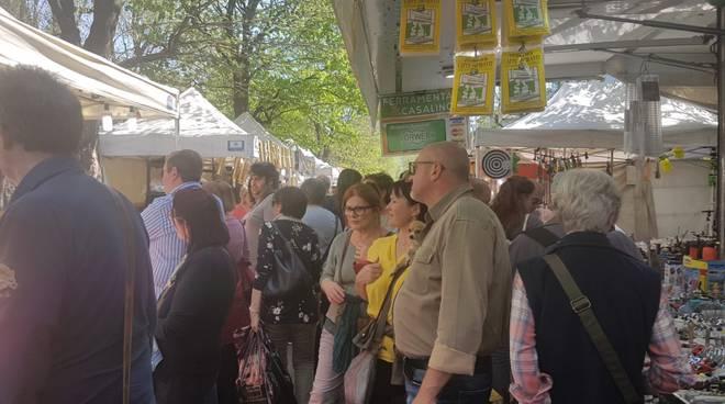Un assalto alle bancarelle della Fiera di Pasqua oggi a Como