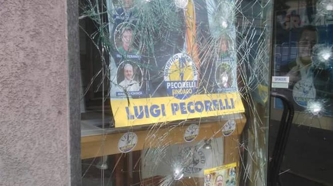 vandali notte sassate contro sede della lega a fino mornasco