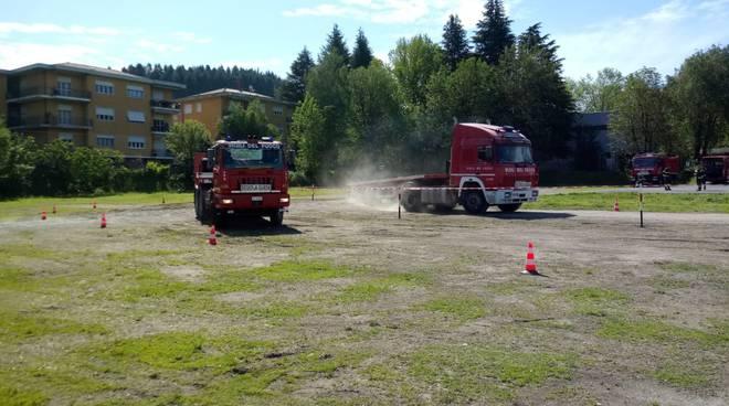 esercitazioni pompieri di como a muggiò per la patente di quarta categoria