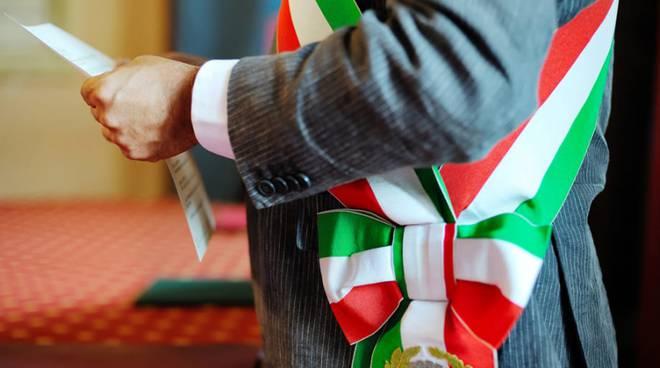 fascia tricolore per nuovo sindaco elezioni amministrative