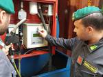 finanza scopre distributore di benzina abusivo a guanzate luogo e finanzieri