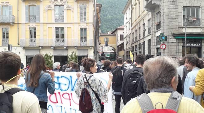 fridays for future a como protesta dei ragazzi per il clima
