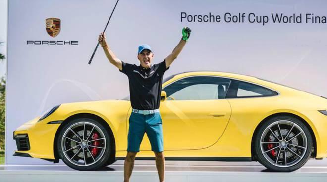 golfista comasco vince porsche con un colpo da campione a maiorca green