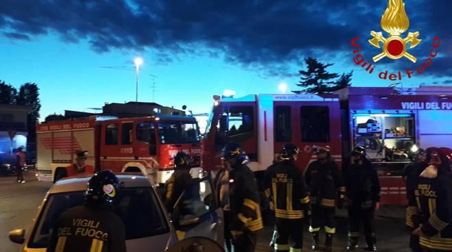 incidente a carimate, auto ribaltata in strada pompieri