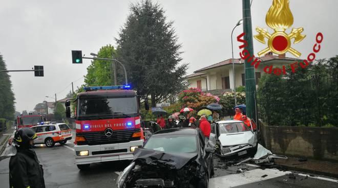 Incidente auto lurate caccivio questo pomeriggio soccorsi pompieri