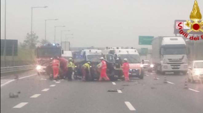 incidente autostrada a saronno un camion e due auto coinvolte