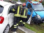 incidente in via per bregnano a vertemate scontro auto furgone