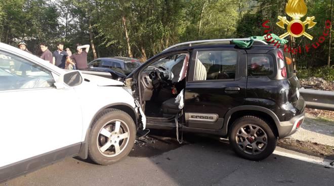 incidente tra auto a carlazzo soccorsi pompieri