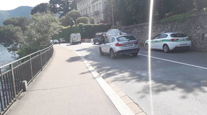 incidente via per cernobbio carrello con barca perde ruota in strada
