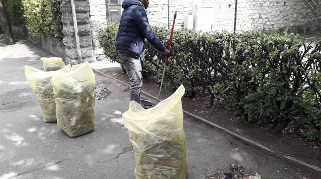 john pulisce le strade in viale varese a como per avere qualche contributo