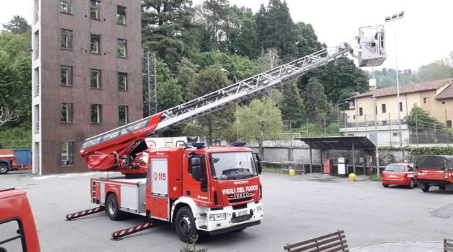 nuova autoscala dei pompieri di como presentazione caserma con comandante