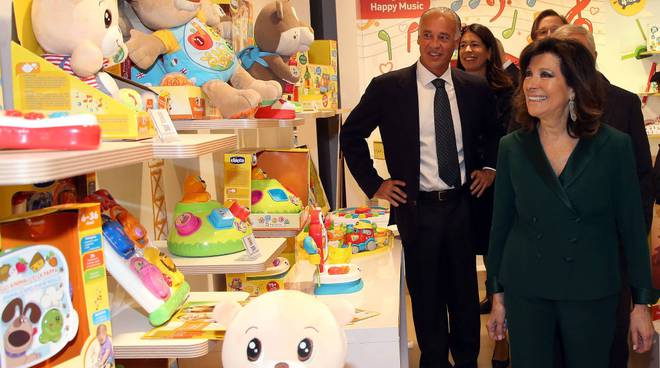 presidente casellati in visita a como camera commercio ed al museo artsana como