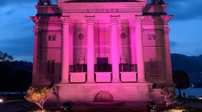tempio voltiano illuminato di rosa per l'arrivo del giro d'italia 2019