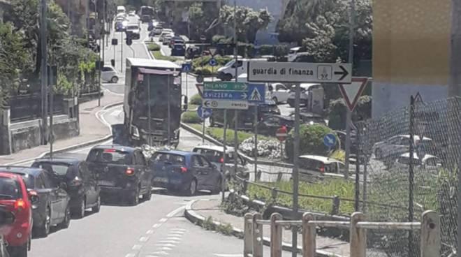 traffico e caos oggi a como per festa ascensione in ticino disagi auto con targhe svizzera