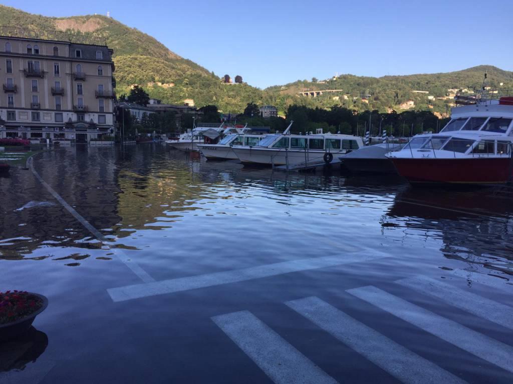 Esondazione del lago in piazza Cavour: le immagini di questa mattina