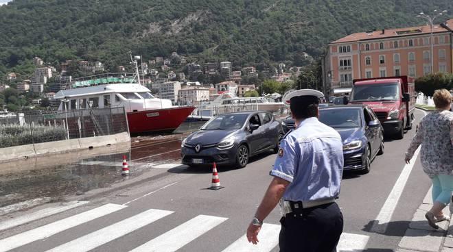 esondazione lago di como passerelle e traffico deviato