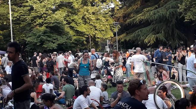 festa ciaocomo radio giardini a lago per i 42 anni dj set e gente