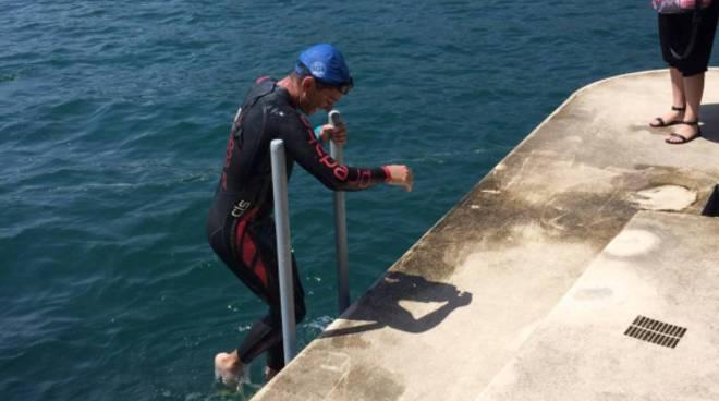 giorgio riva arriva a lecco giro del lago di nuoto