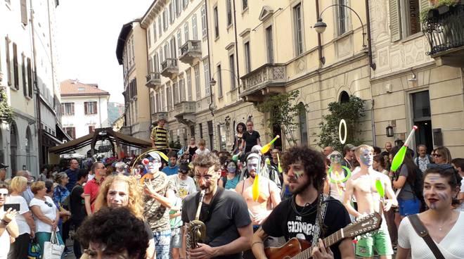I protagonisti della Parada par Tucc 2019 in centro Como