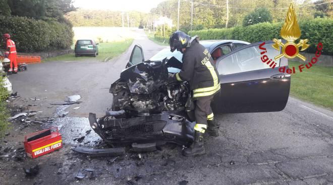 incidente appiano gentile scontro frontale auto mattinata oggi