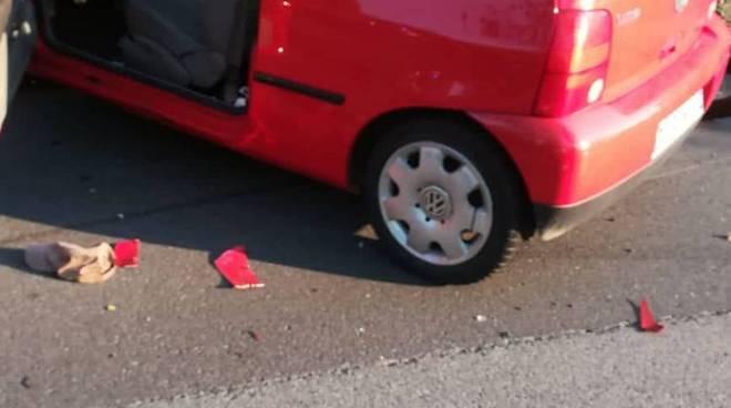 incidente stradale claino con osteno auto e moto
