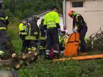 infortunio stazzona, uomo cade dall'albero soccorso da 118 e pompieri